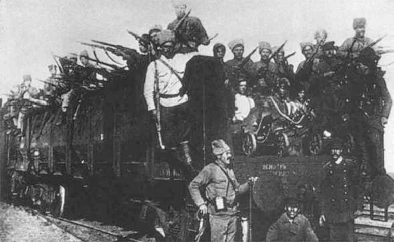 Muslim fighters from Tatarstan join the Bolshevik Red Army in 1918.